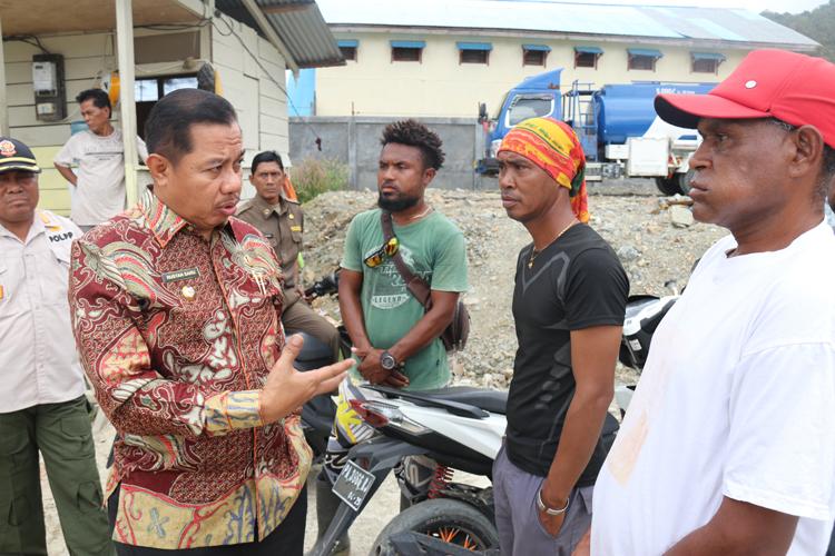 Wakil Walikota IR. H Rustan Saru MM Saat Bertemu Perwakilan Perusahaan Perihal Adanya Laporan Warga