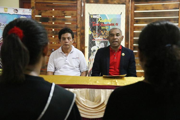 KADIS Pariwisata Di Dampingi Sekretaris Dinas Pariwisata Saat Mengumumkan Hasil Tes Urin, Bebas Narkoba Dari BNN Provinsi Papua