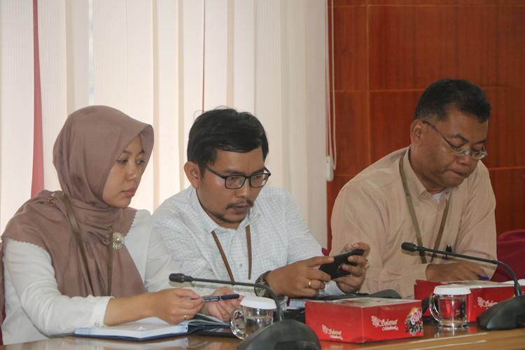Kepala BPS Kota Jayapura Dan Staf Saat Mengikuti Rapat Bersama Walikota Jayapura Dan Bank Indonesia