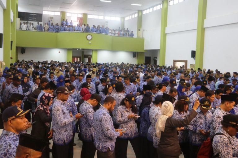ASN Pemerintah Kota Jayapura Melakukan Sensus Penduduk Online Melalui Gadget Masing-Masing