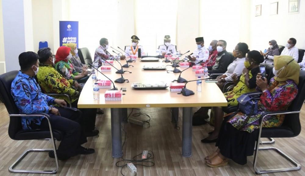Bupati Dan Wakil Bupati saat menemui Rombongan Pemerintah Kota Jayapura dan kabupaten Maybrat di Kantor Bupati Bone Bolango, Jumat, 26 Februari 2021.
