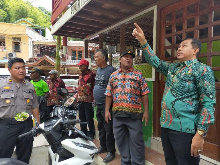 Wakil Walikota Jayapura Ketika Memantau Lokasi Kebakaran Hutan Di APO