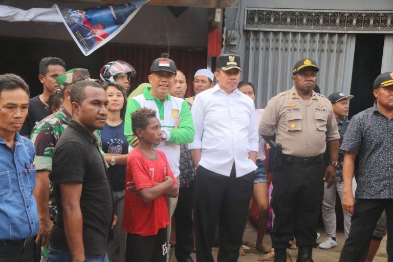 Wakil Walikota Bersama Kepala Dinas Sosial Dan Kasat Pol PP Ketika Berada Di Lokasi Kebakaran