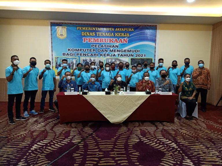 Walikota bersama Kepala Disnaker, para instruktur dan para peserta pelatihan